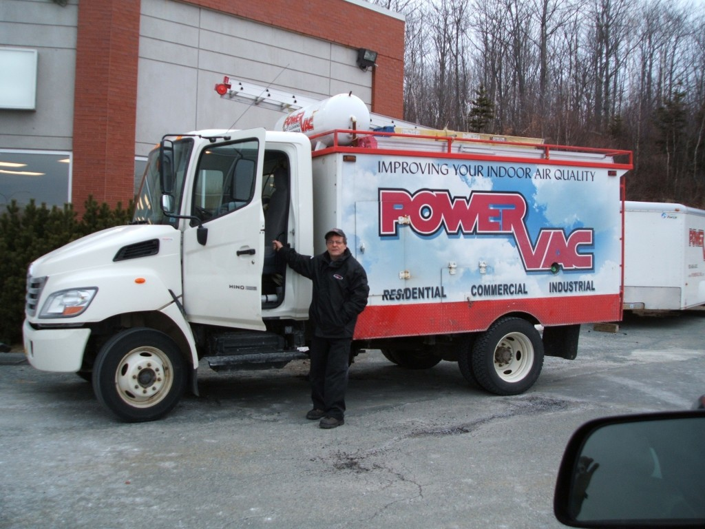 picture of poer vac duct cleaning truck